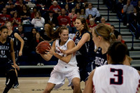 Shelby Cheslek in the paint with Jennifer Hamson | Gonzaga v BYU | 1/17/13